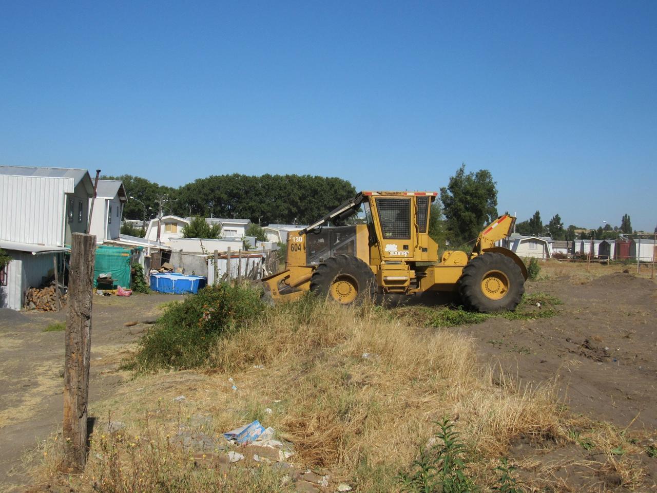 Equipo de Conaf realiza mantención de cortafuegos de zona de interfaz en Yumbel