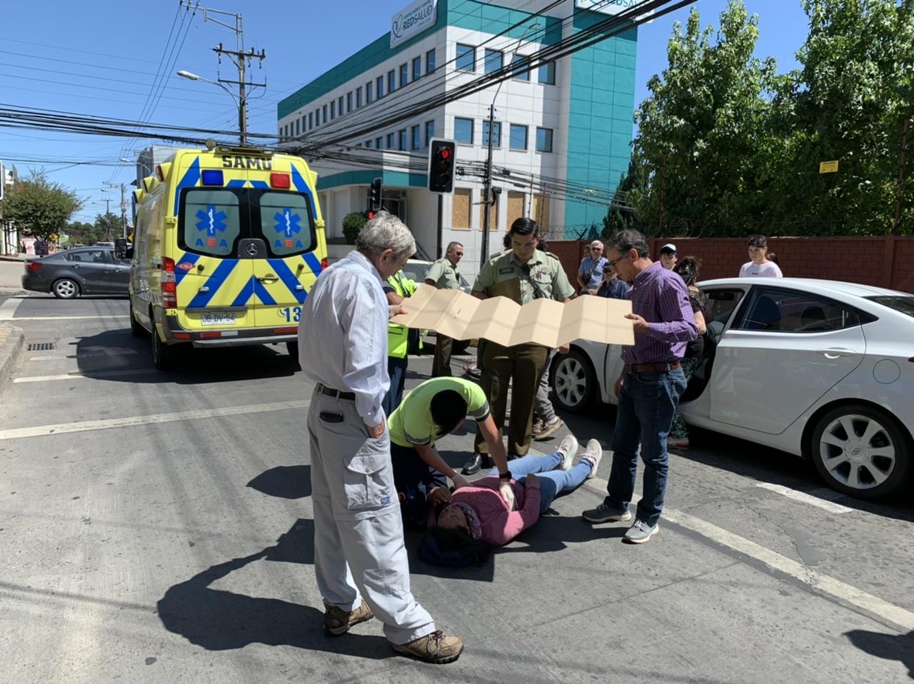 Ciclista resulta lesionada luego que un vehículo estacionado abriera la puerta sorpresivamente