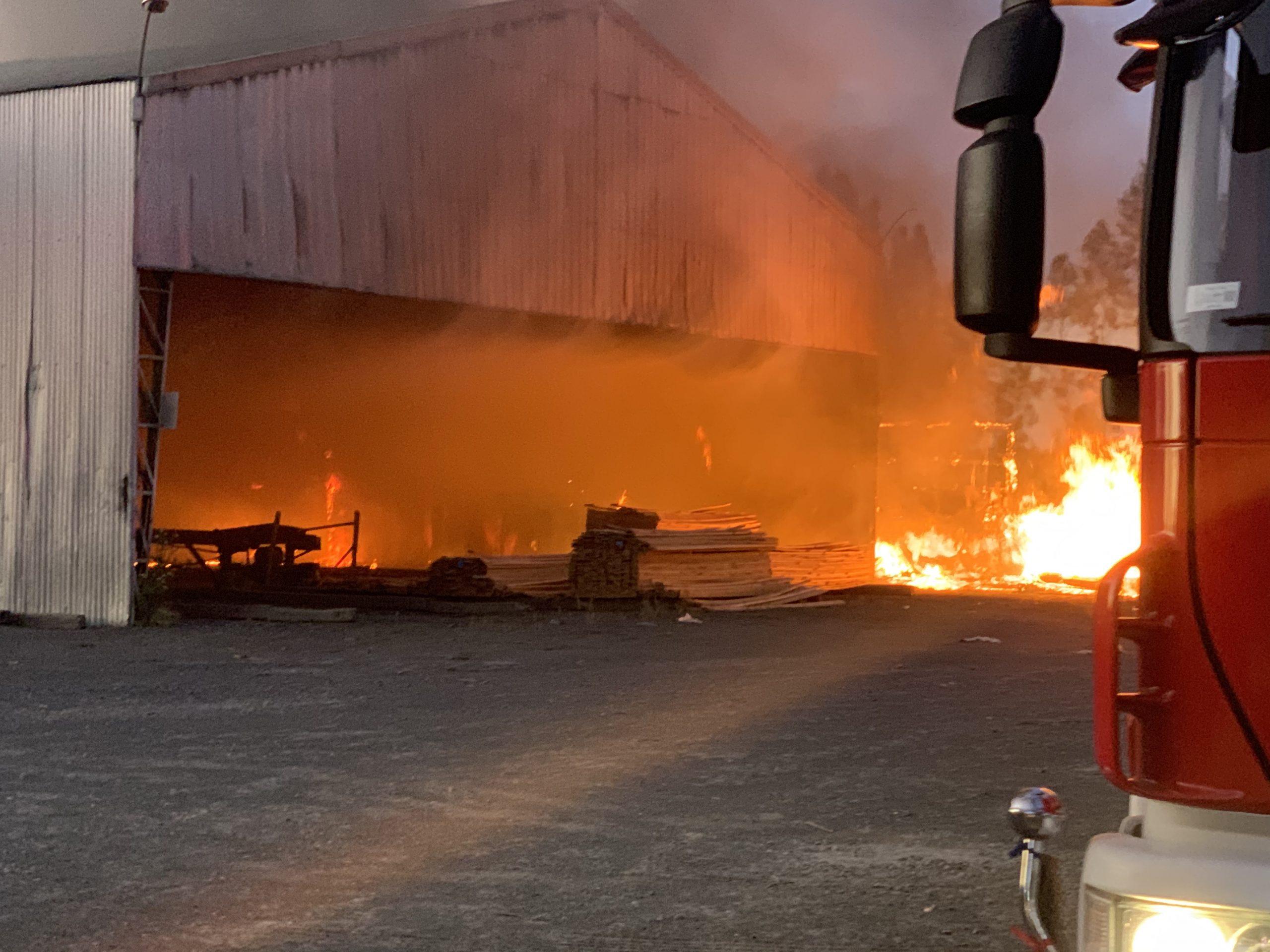 Incendio afecta a Aserradero declarado en quiebra hace 4 meses en Los Ángeles