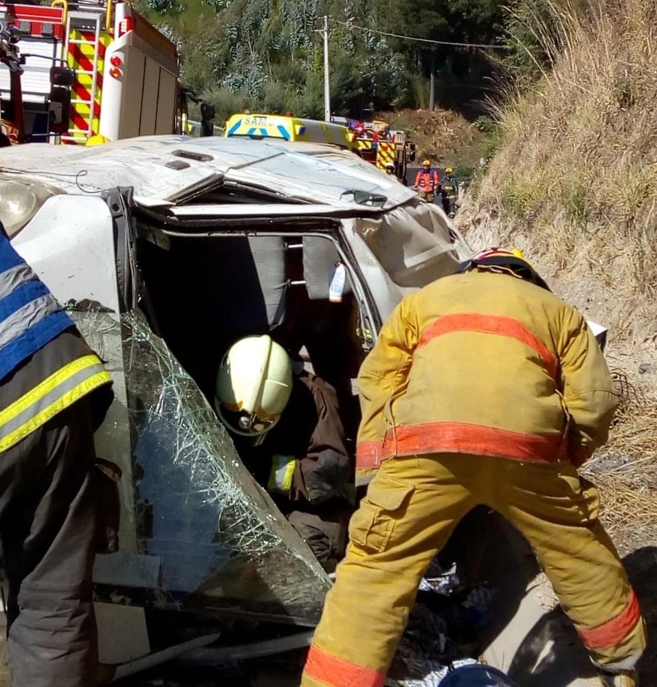 Conductor vuelca en furgón en la ruta Concepción – Cabrero
