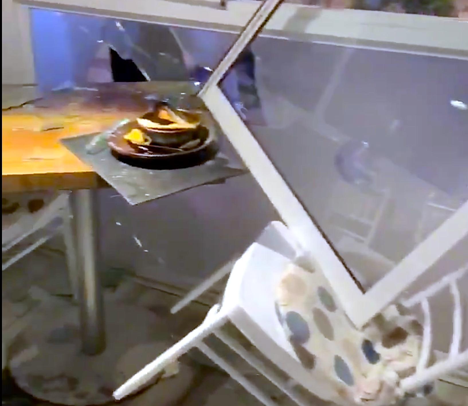🎬 Viña del Mar: Manifestantes atacaron restaurant con clientes en su interior