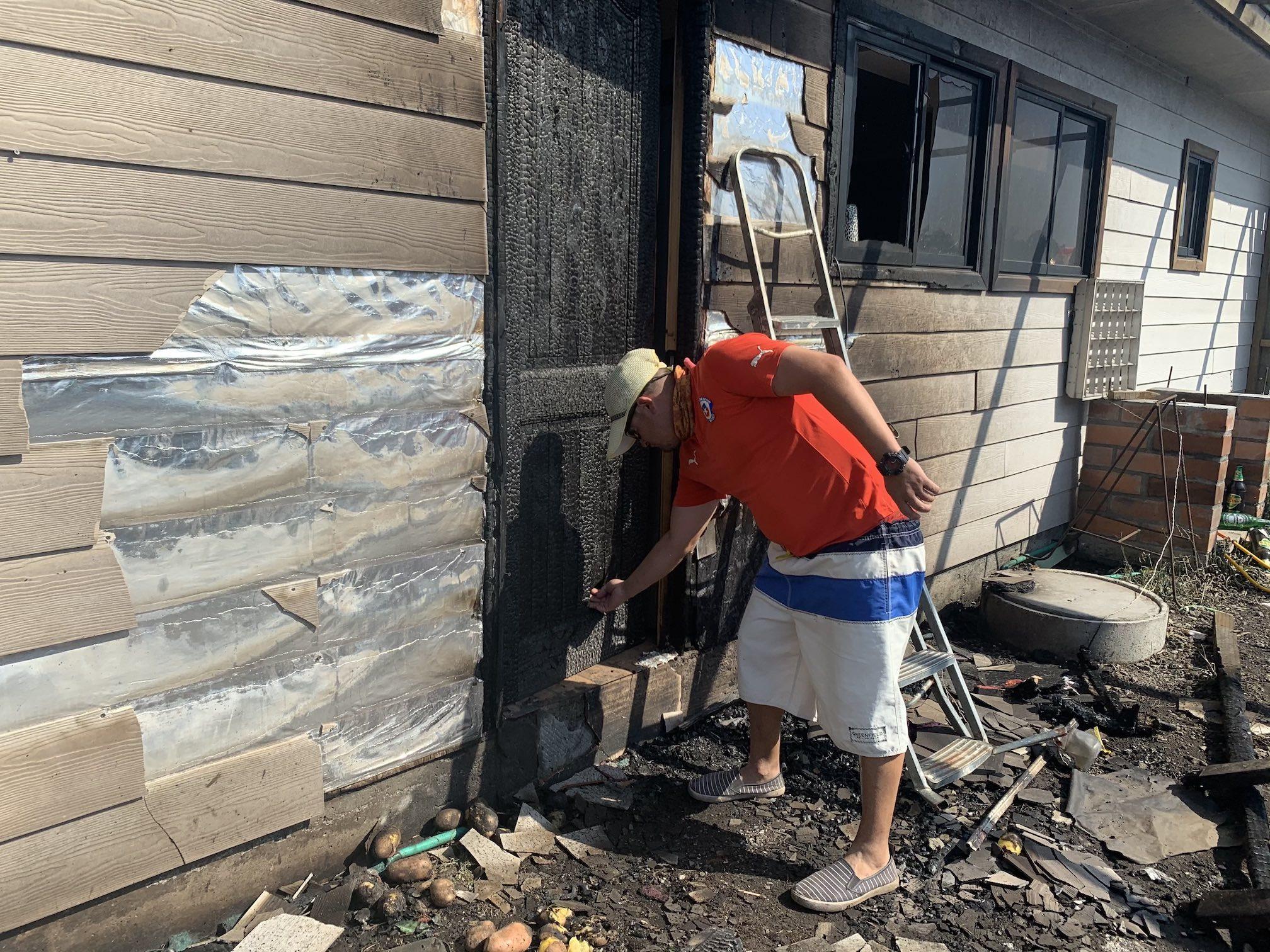Familia fue obligada a evacuar por una «ola de fuego de 25 metros»: Se negaron y salvaron su hogar