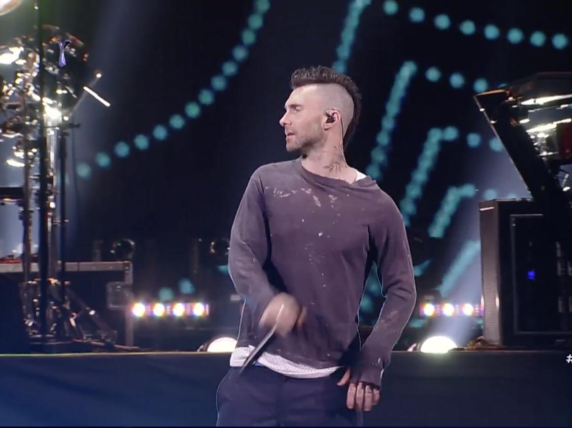 Tiene menos ganas que yo los lunes: Critican actitud de vocalista de Maroon 5 en la Quinta Vergara