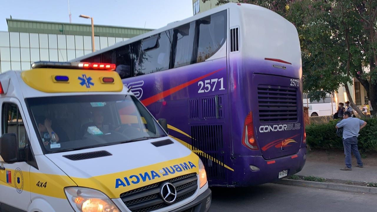 Tres pasajeros que violaron cuarentena dejan a bus completo en el hospital de Los Ángeles