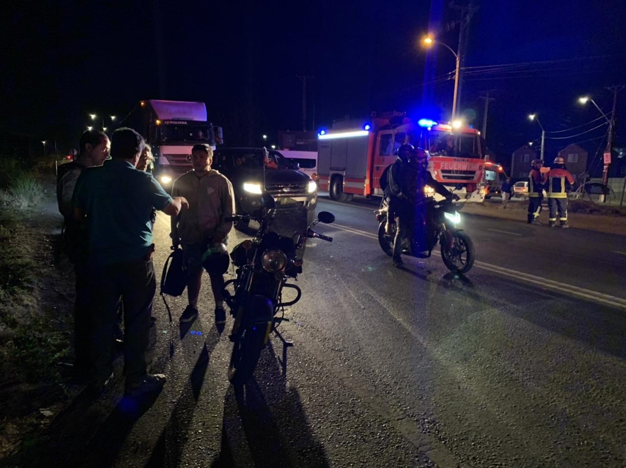 Motorista colisiona con camión en Los Ángeles: 2 lesionados