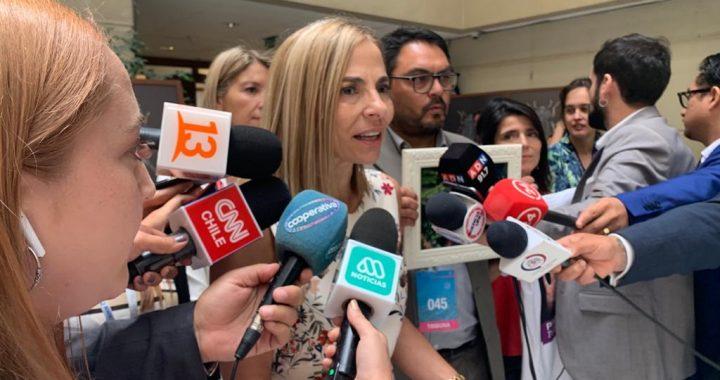 Ministra Isabel Plá llega a La Moneda a presentar su renuncia