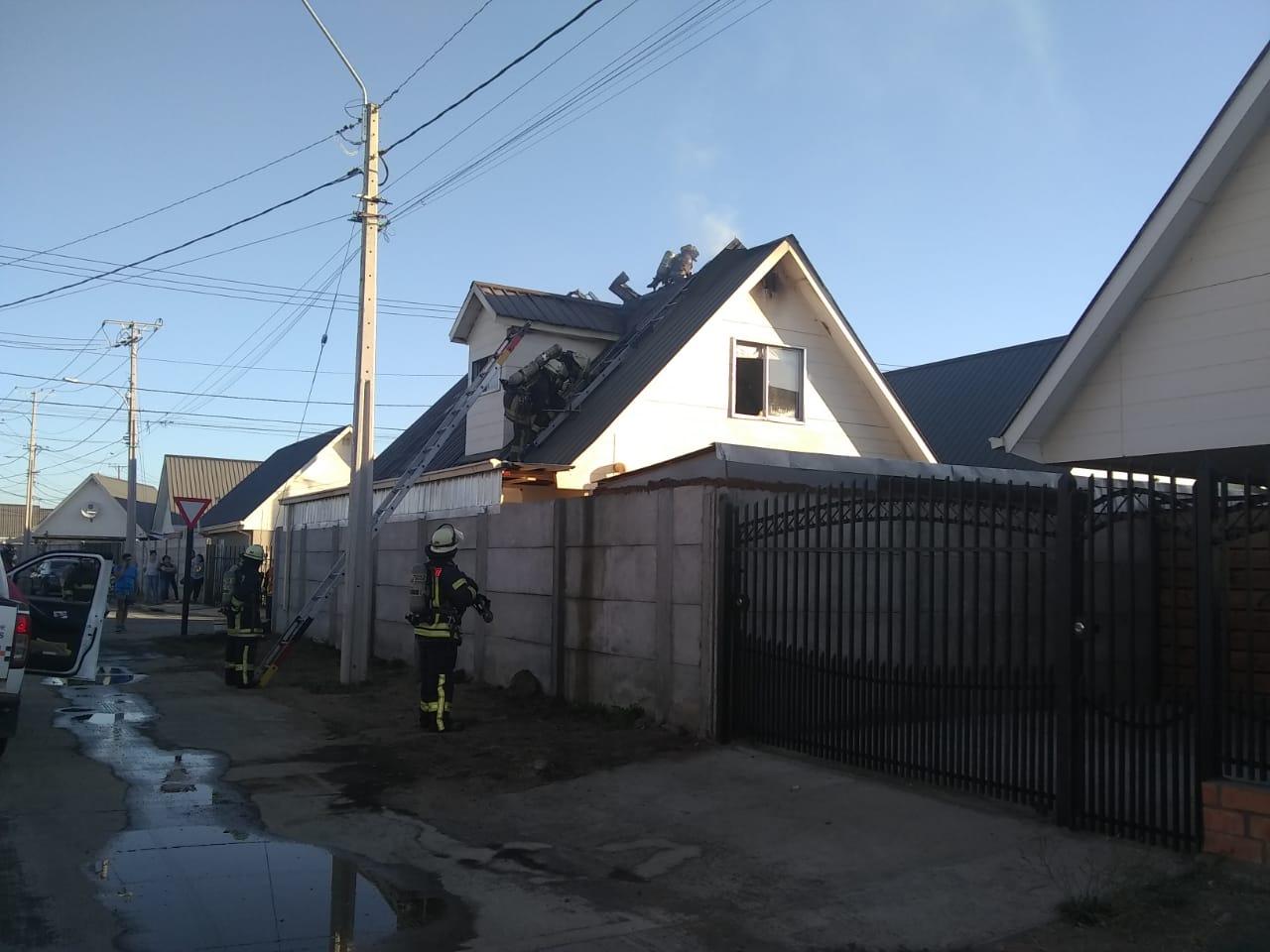 Incendio afecta a una vivienda en villa El Retiro de Los Ángeles