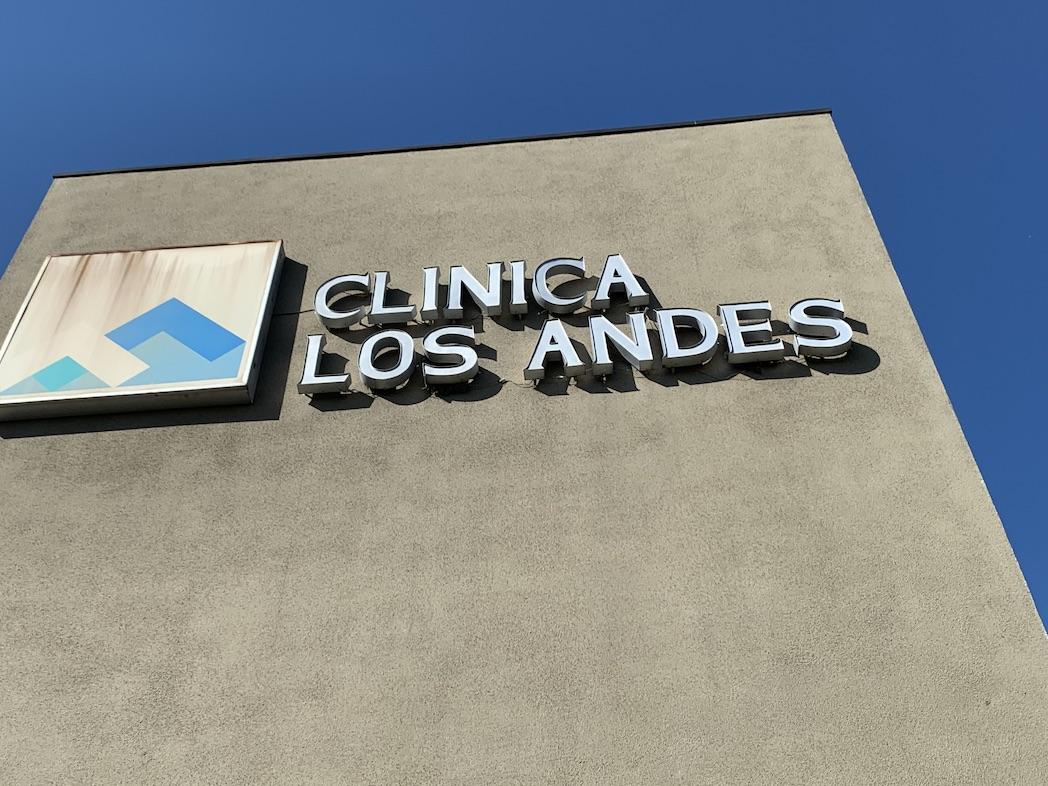 Familia de hombre internado grave por Covid-19 en Los Ángeles asegura que cumplió todos los protocolos
