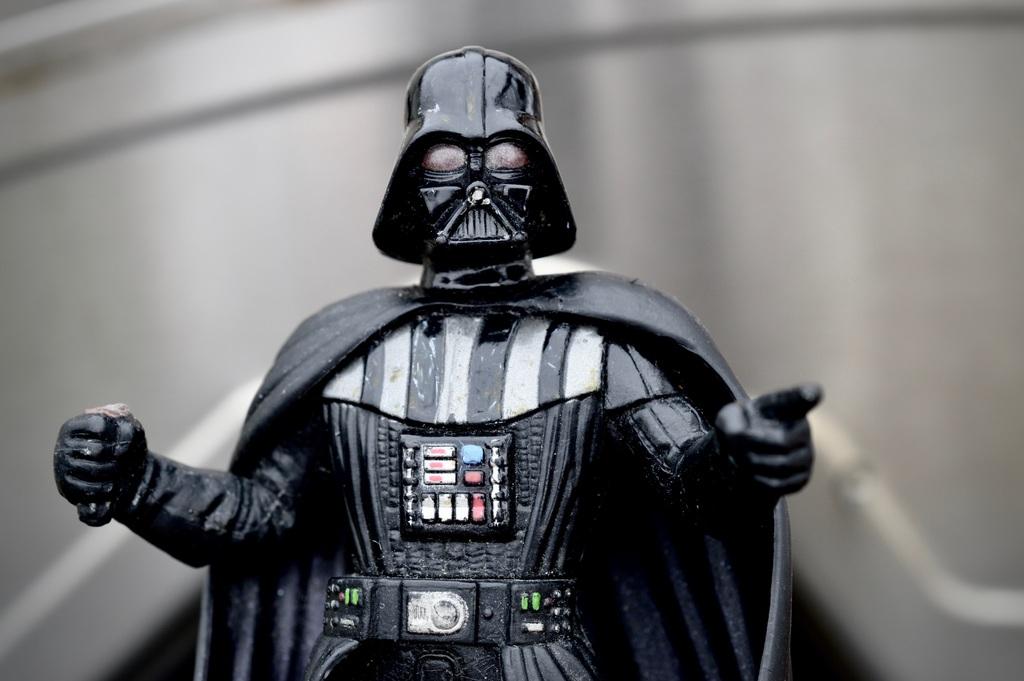 ¿El marido de Javiera Contador? Darth Vader fue visto comprando en el Jumbo