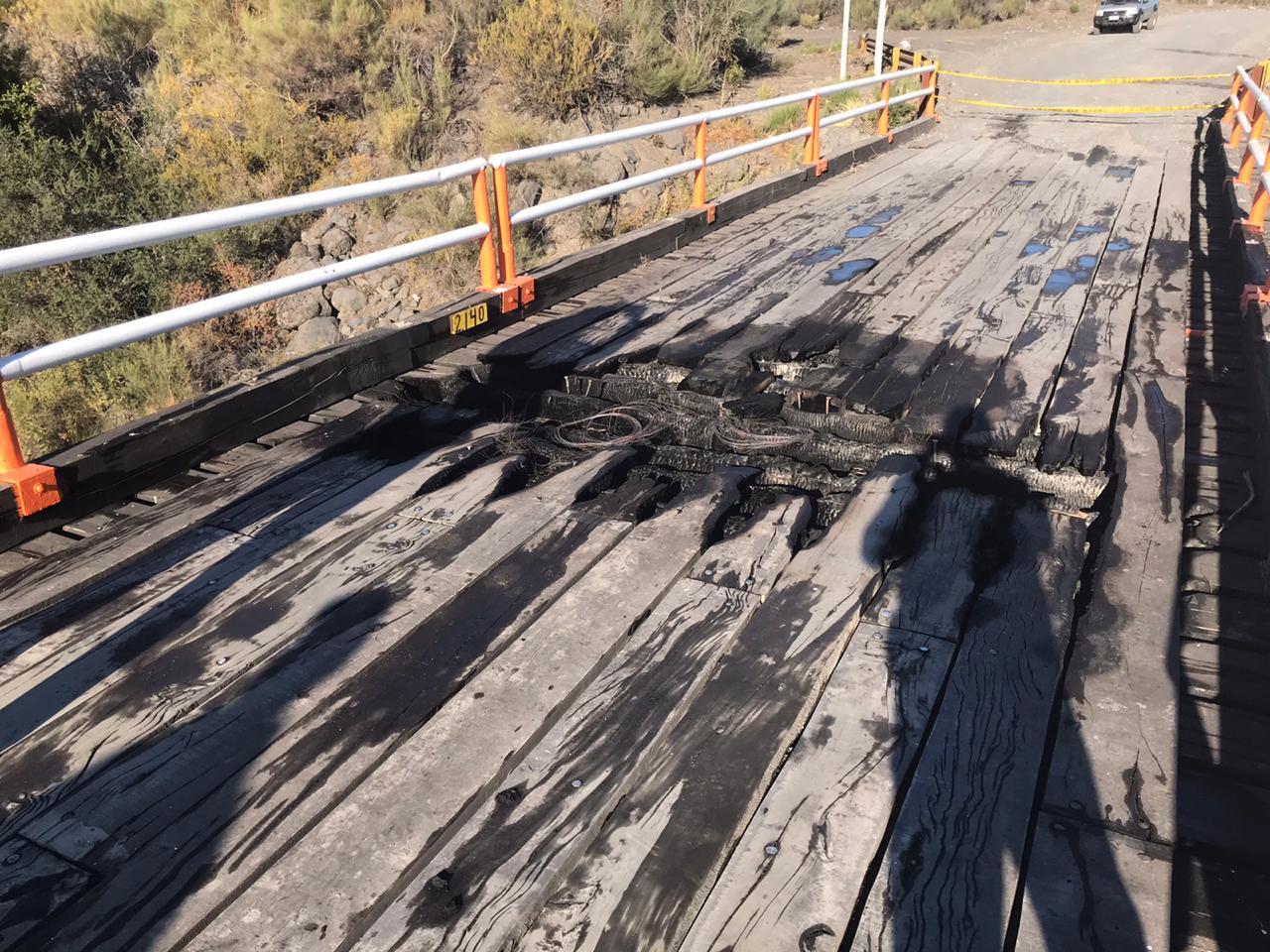 Desconocidos queman Puente Nivequetén en Antuco