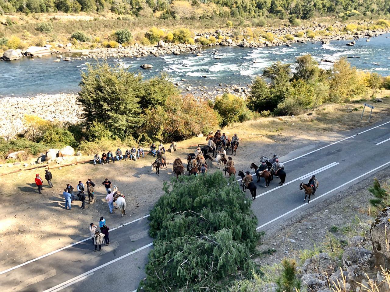 40 jinetes con mantas y mascarillas realizan control territorial en Puente Queuco