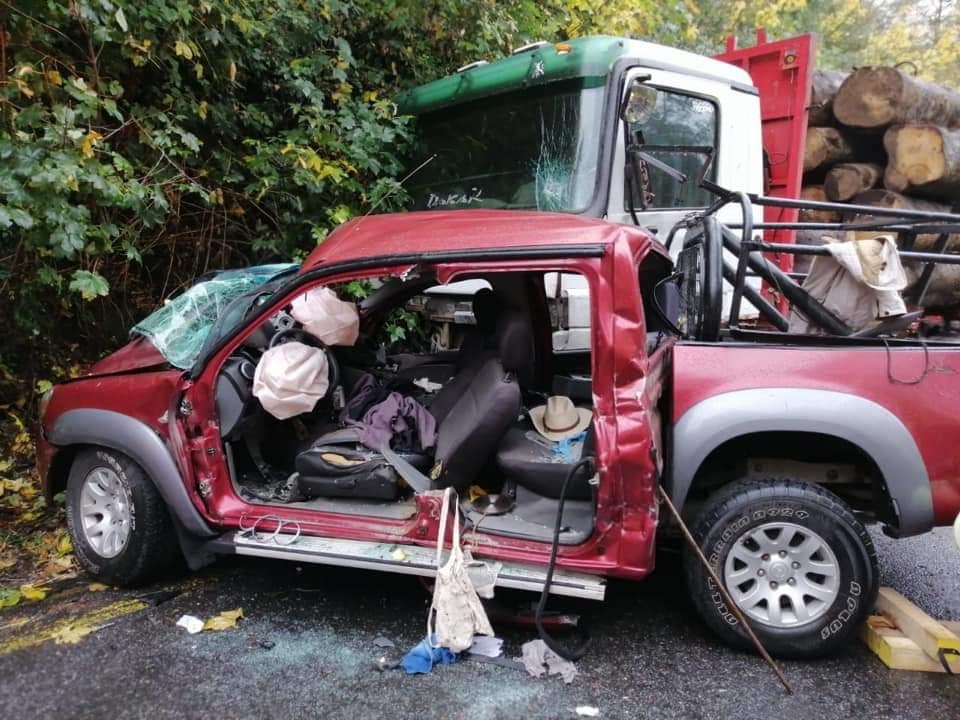 Conductor muere tras impactar frontalmente a un camión en Curacautín