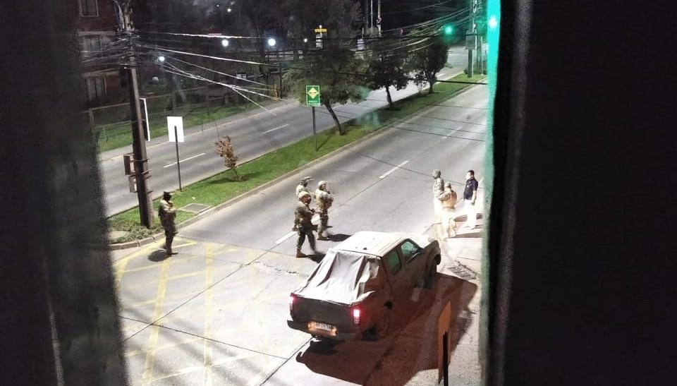 Funcionario del Ejército percutó 6 disparos 9mm a vehículo que lo quiso atropellar en Los Ángeles