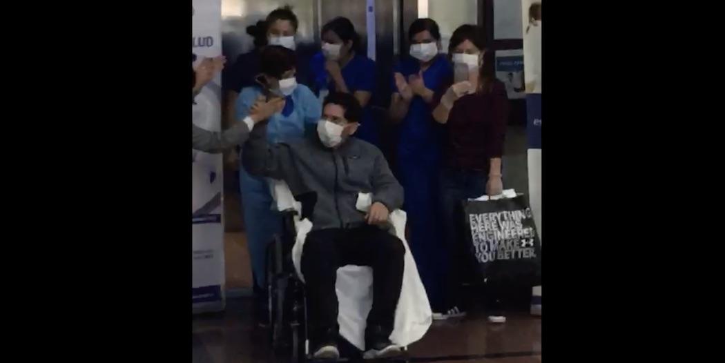 Paciente que sobrevivió al Covid-19 abandona Clínica Los Andes entre aplausos