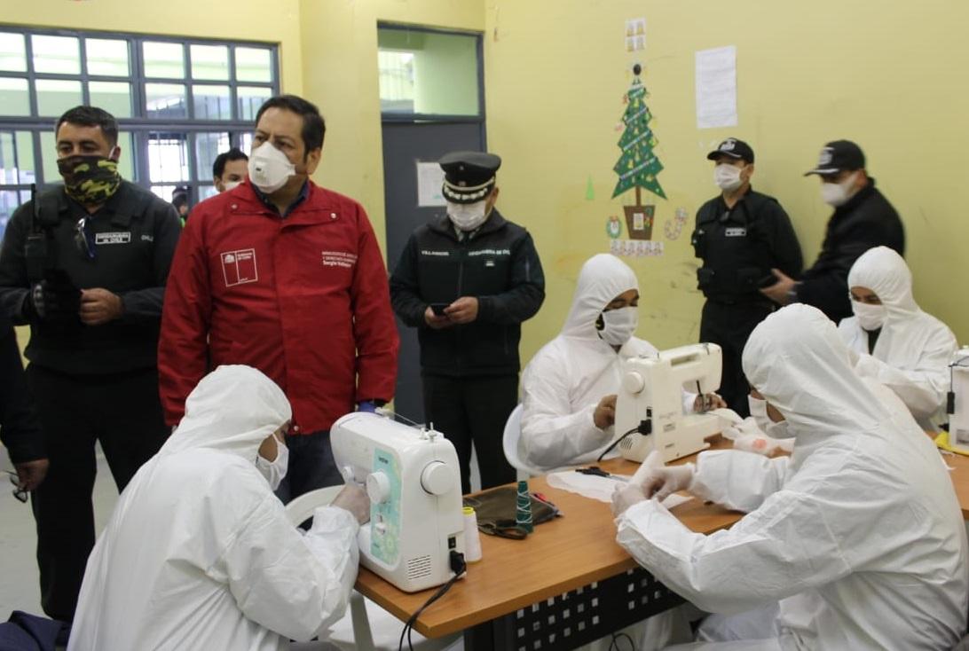 Internos de Mulchén y Concepción fabrican mascarillas para prevenir el Covid-19
