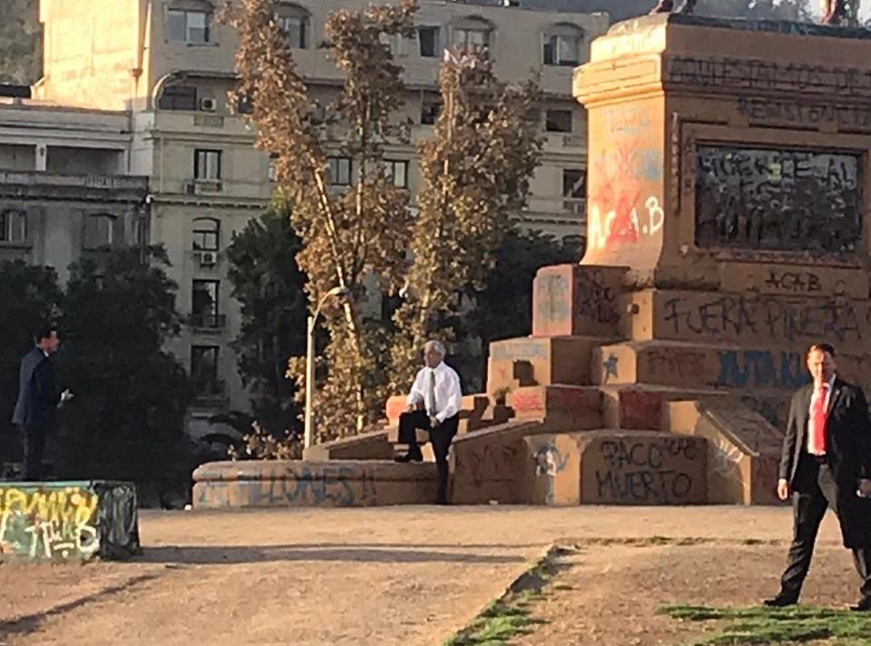 Presidente Piñera estuvo en Plaza Baquedano y generó diversas reacciones