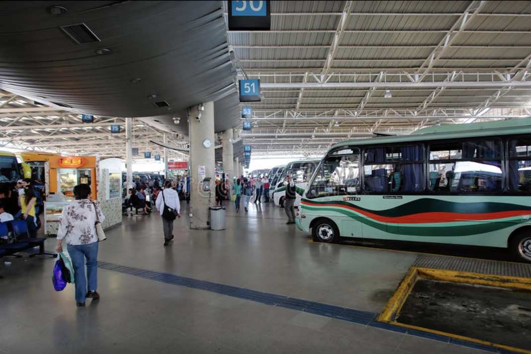 Hombre incumplió la cuarentena e intentó subir a un bus Santiago – Los Ángeles