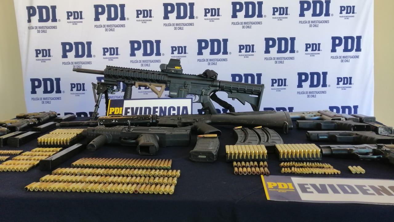 PDI incauta enorme arsenal de armas y vestuario policial falso
