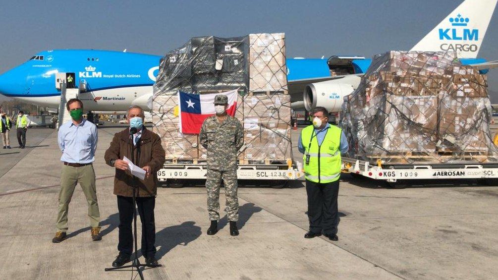 Ministro recibe cargamento de ventiladores: «No estamos al borde de una catástrofe»