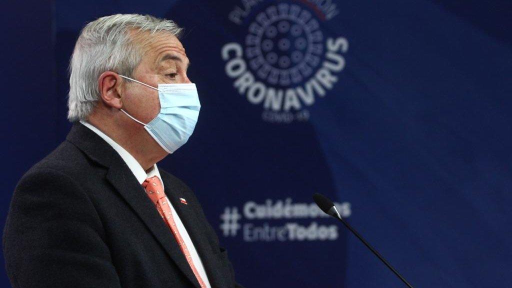 Mañalich: 3.707 funcionarios de salud se han contagiado y las UCI alcanzan 85% de ocupación en Chile