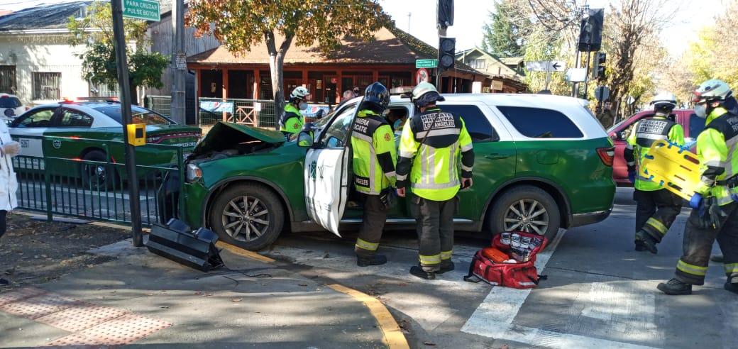Accidente de tránsito con volcamiento involucra a patrulla policial en Los Ángeles