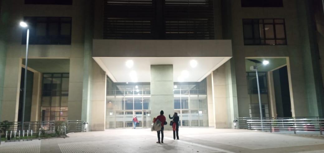 Funcionario del hospital de Los Ángeles da positivo para Covid-19: 15 personas a cuarentena