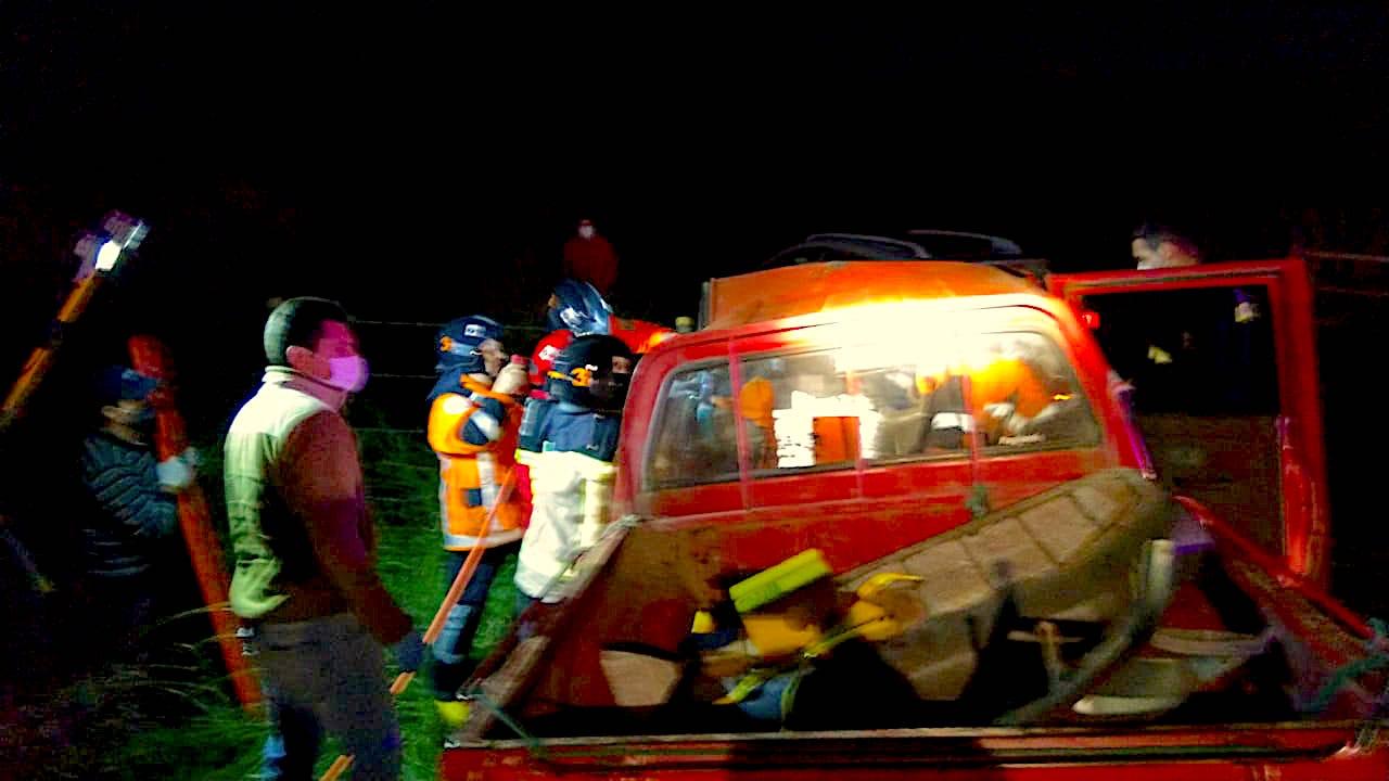 Colisión frontal de camionetas deja 2 heridos camino a Santa Bárbara