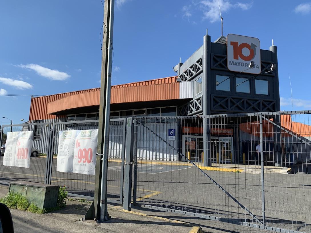 Alerta en Supermercados de Los Ángeles por reponedor con Covid: Ya cerraron 2