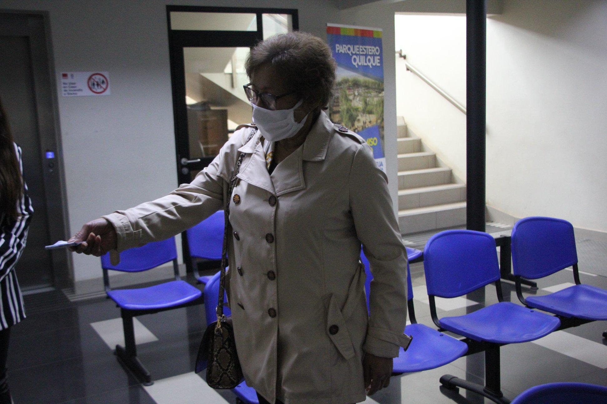 Adulta mayor de Los Ángeles donó su Bono Covid a familia haitiana