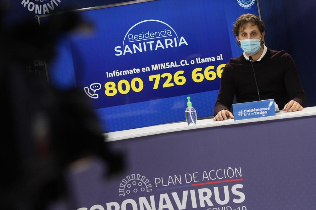 Minsal asegura que casos en la RM han bajado y en Chile 34.263 personas son contagiantes