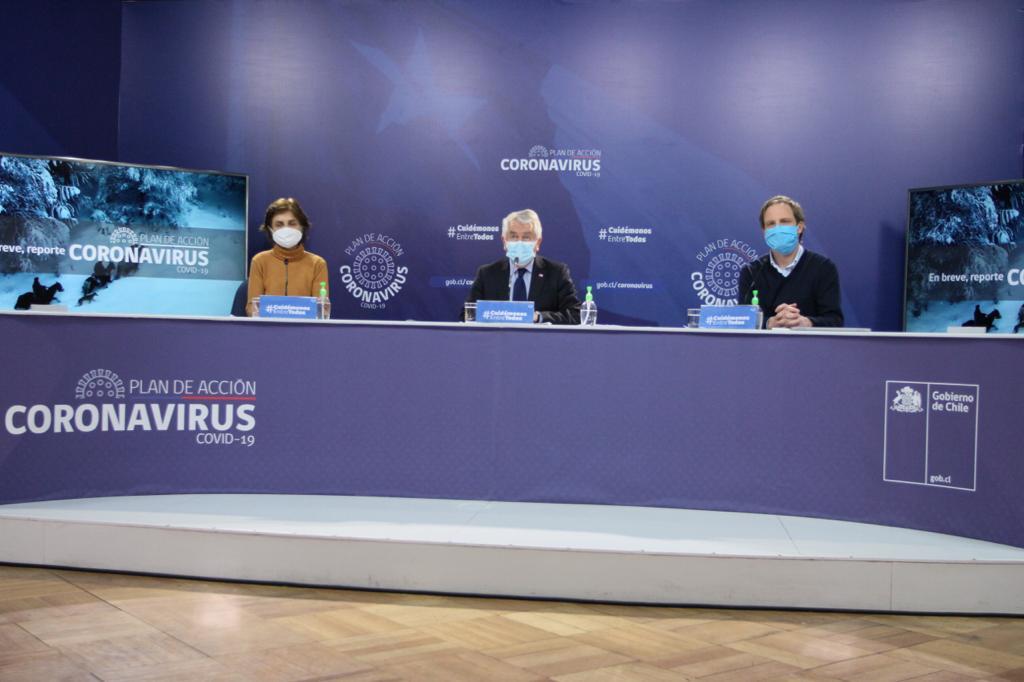 Ministro Paris asegura que casos nuevos cayeron 20% en los últimos 7 días