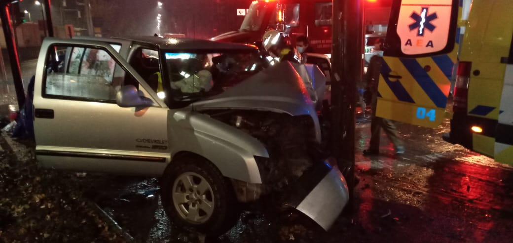 Conductor ebrio protagoniza violento choque en el centro de Los Ángeles: Está grave