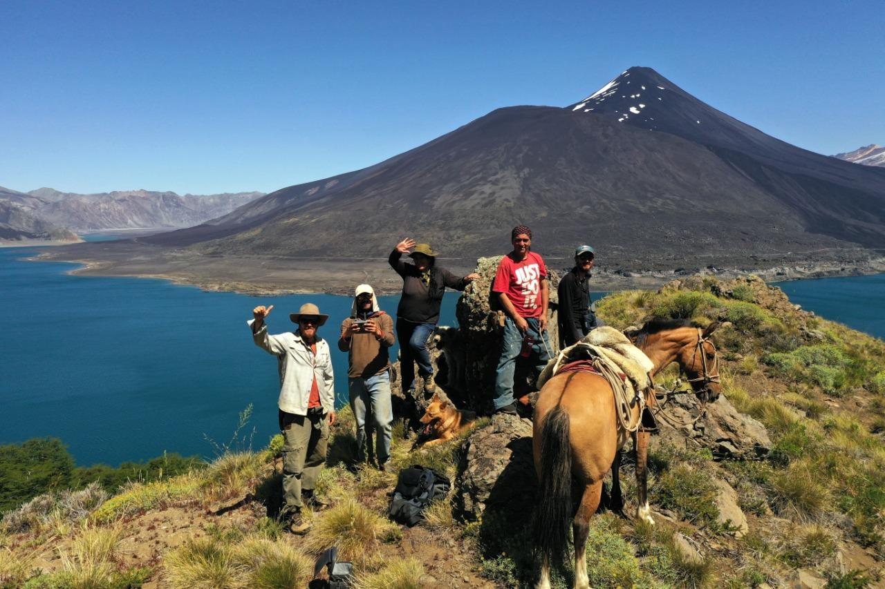 Buscan fortalecer buenas prácticas de ganadería, turismo y conservación para el Huemul en la Laguna del Laja