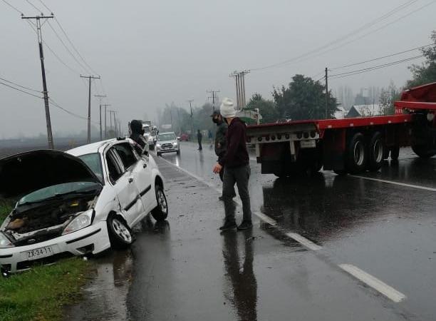 Accidente involucra a camión y automóvil camino a Nacimiento