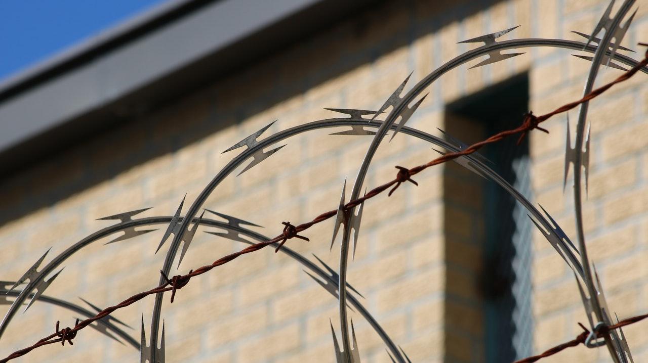 Recluso aparece muerto el mismo día que llegó a la cárcel por abuso de menor