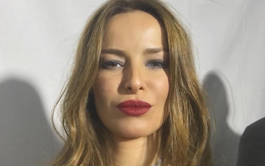 Modelo Chilena Carolina Parsons niega vínculo con pederasta tras publicación de Anonymous