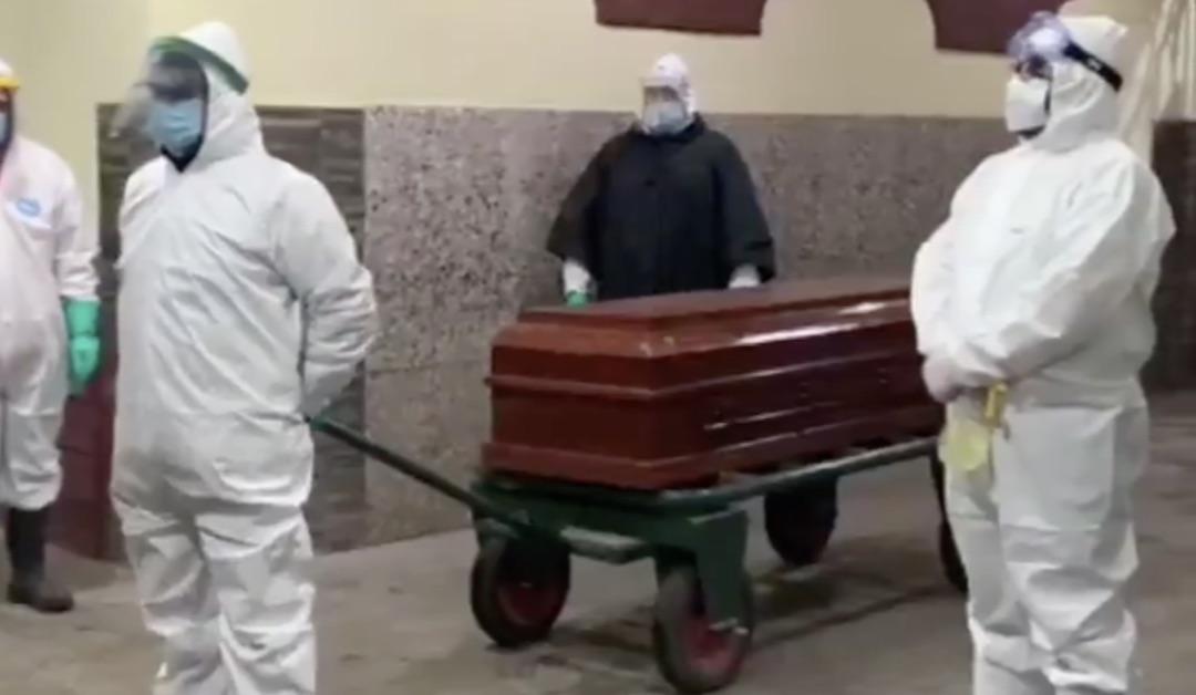Adulto mayor murió de Covid en soledad: Trabajadores del Cementerio lo homenajearon