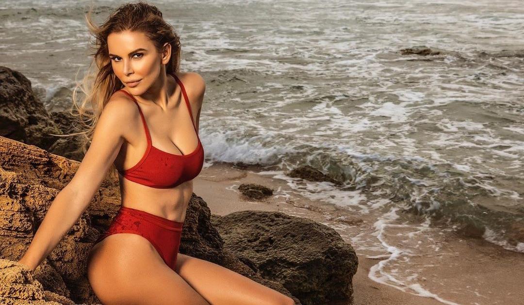 Esposa de Luis Fonsi se luce con sensuales imágenes en bikini a sus 39 años