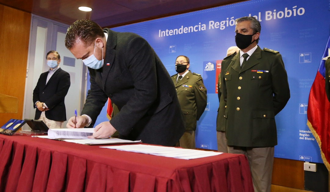 Gobierno Regional firmó seis convenios por más de 2 mil millones de pesos en apoyo a bomberos