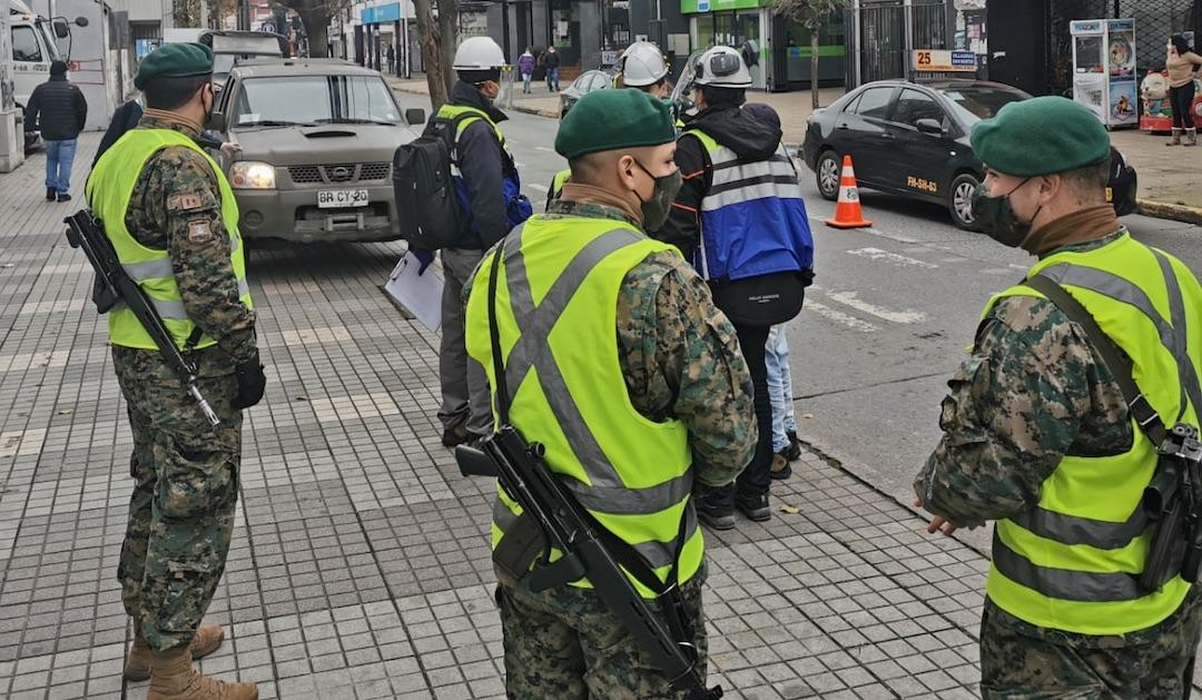 Intensifican con el Ejército la fiscalización de uso de mascarillas en Los Ángeles