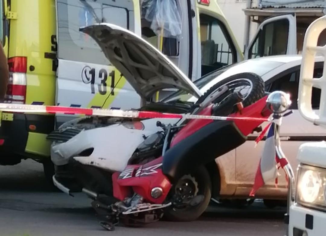 Motorista muere tras colisionar con un automóvil en Los Ángeles