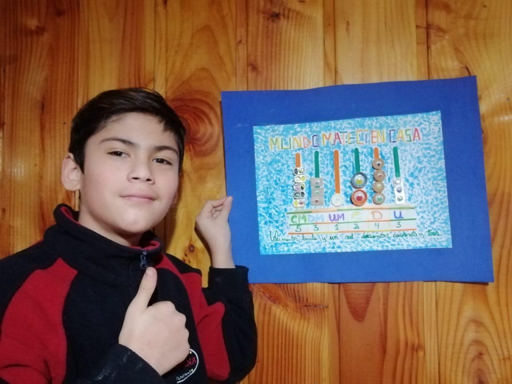 Roberto Varela, el niño que escribió un poema al Covid-19 en Chile