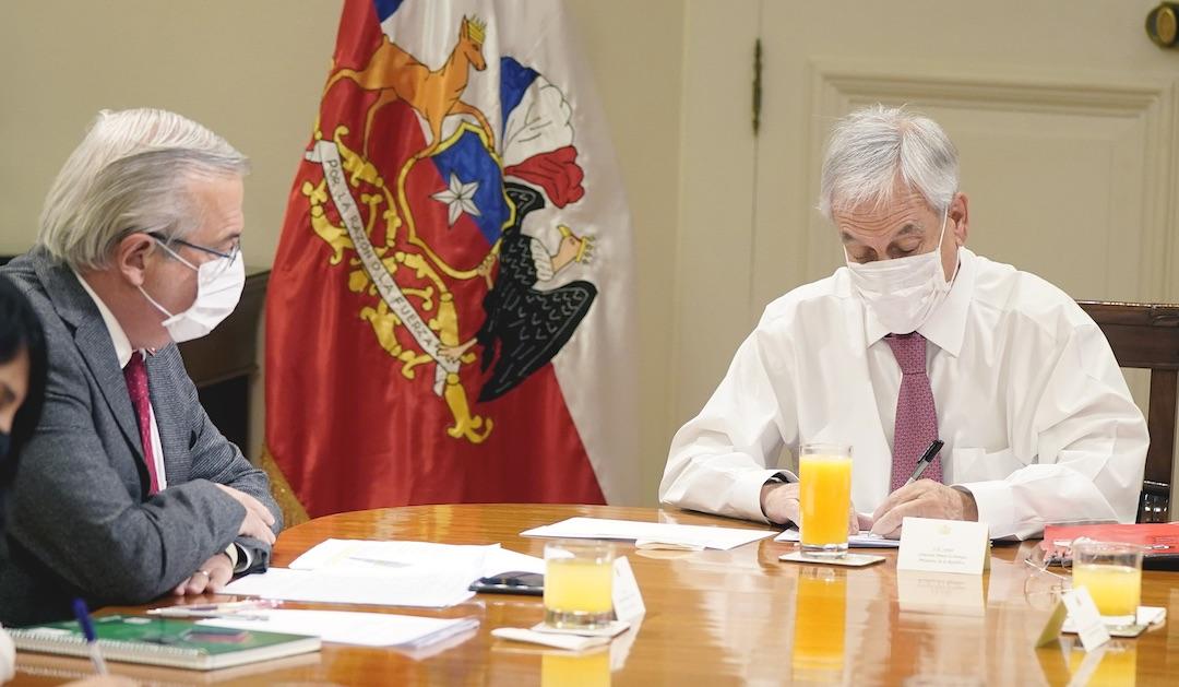 Piñera y Mañalich podrían adelantar medidas para la RM y ciudades de regiones
