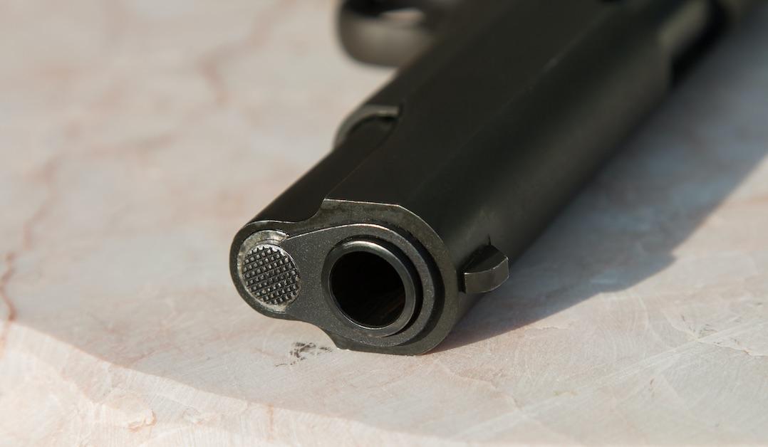 Mulchén: Sujeto disparó al aire desde su auto y fue descubierto 'in fraganti' por carabineros