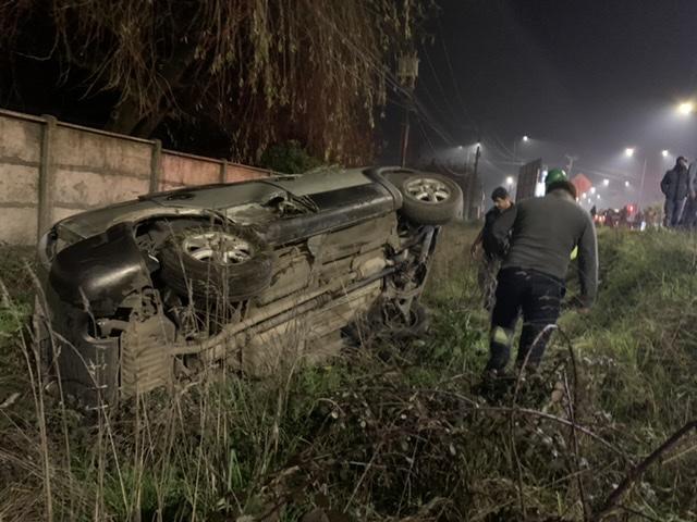 Conductor salva providencialmente en colisión con volcamiento en Los Ángeles