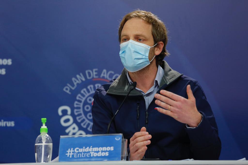 Muertos en Chile superan las 6 mil personas a 4 meses de la pandemia
