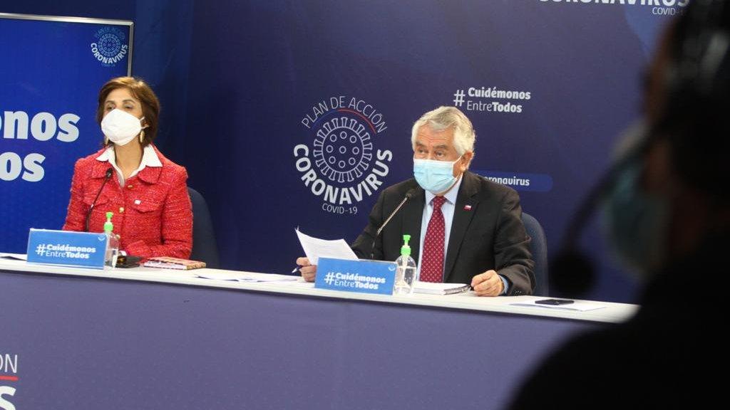Casos confirmados bordean las 300 mil personas en Chile