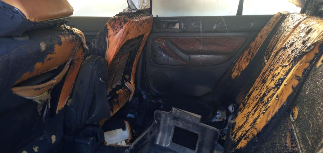 Mujer le quemó el auto a su ex pareja en Los Ángeles