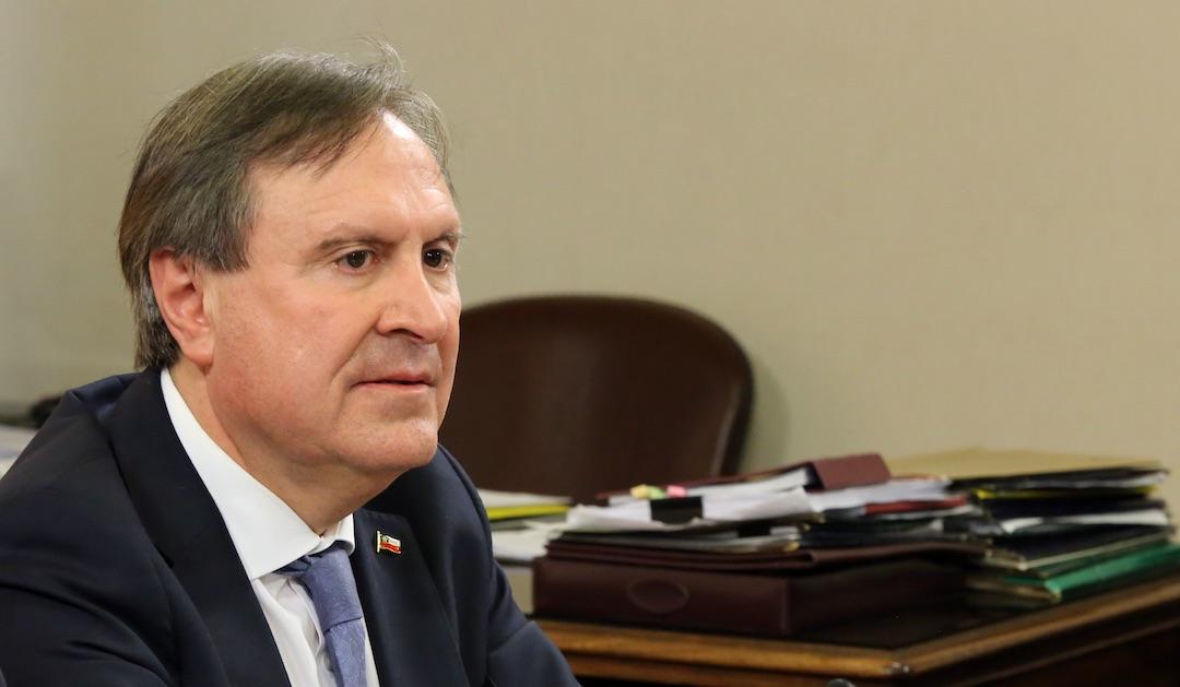 Diputado Cristhian Moreira se descompensa en el Congreso y acusan presiones del Gobierno