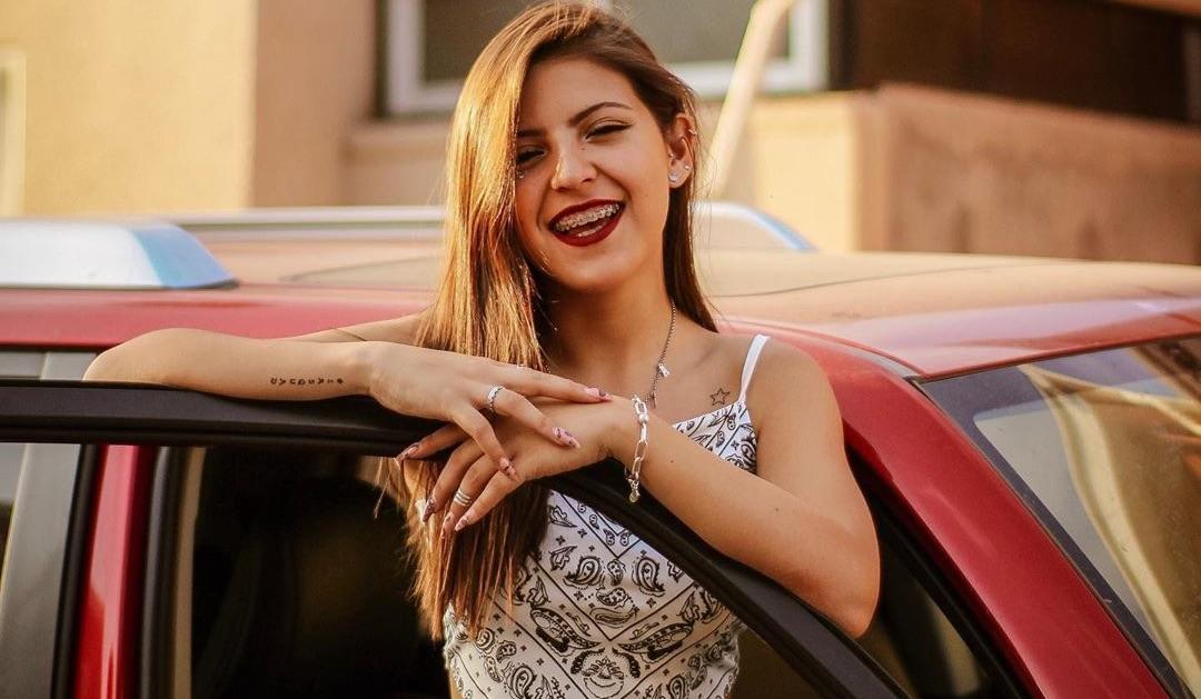Ignacia Antonia revela primera foto sin frenillos y se llena de elogios